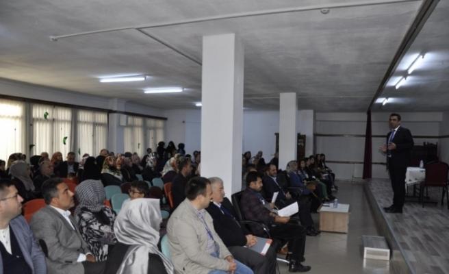 """Safranbolu'da """"Başarıda Anne-Baba Rolleri"""" semineri"""