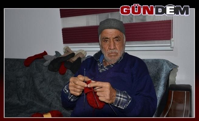Ali dede 66 yıldır çorap ve kazak örüyor