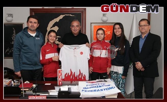 Baskan'a milli takım forması hediye edildi