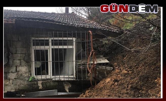 Heyelan oldu,  bir ev zarar gördü