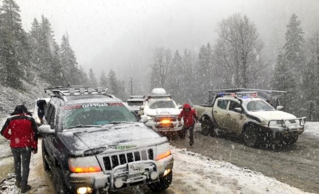 Off-road tutkunları mevsimin ilk karının keyfini çıkarttılar