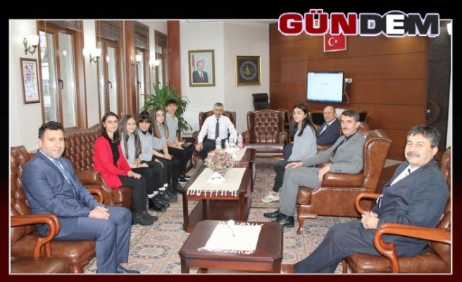 Öğretmen ve öğrenciler vali Bektaş ile görüştü