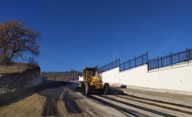 Sıcak asfalt yapılıyor
