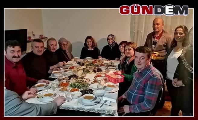 TOSUN, AK PARTİ ÜST KADROSUNU EVİNDE AĞIRLADI.
