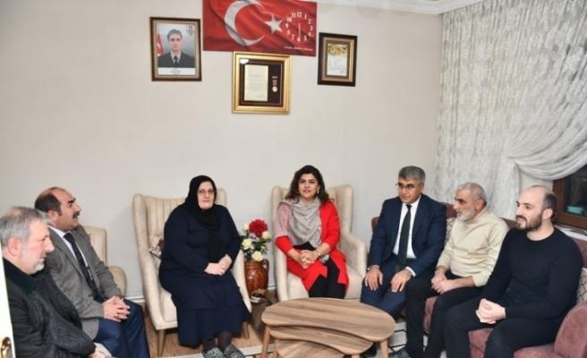 Vali Gürel'den şehit ailesine ziyaret