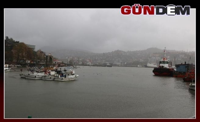 Zonguldak'ta fırtına etkisini sürdüyor