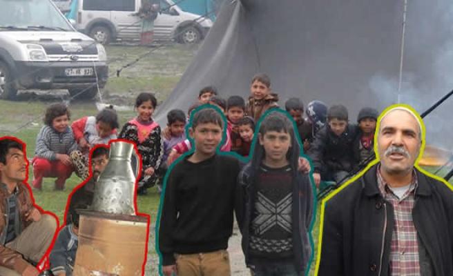 Kurdukları çadırlarda yaşama tutunmaya çalışıyorlar