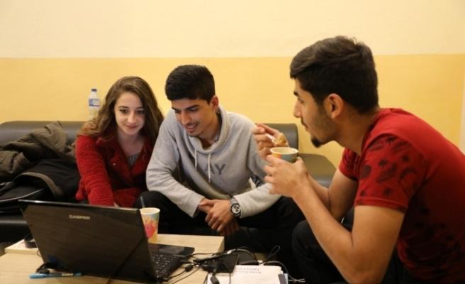 24 saat açık kütüphanede öğrencilere çorba ikramı