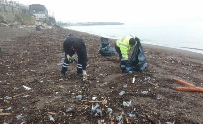 Akçakoca sahilleri temizleniyor