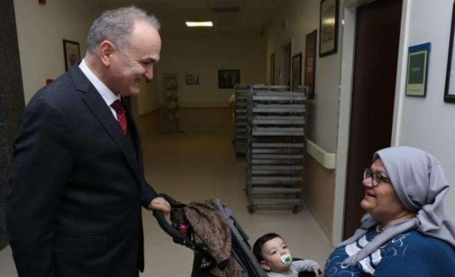 Başkan Özlü hastaları ziyaret etti