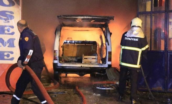 Döşemeci dükkanında çıkan yangın itfaiye ekipleri tarafından söndürüldü