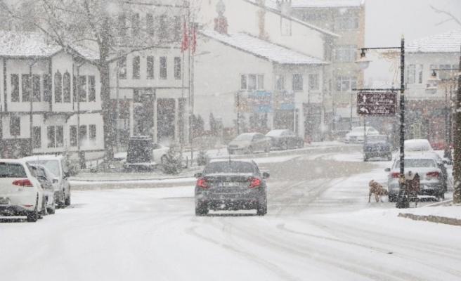 Karabük'te etkili kar yağışı