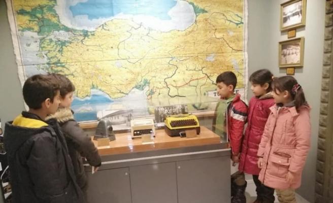 Öğrenciler eğitim tarihi müzesini gezdi