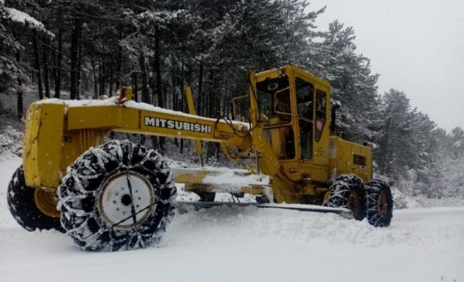 Özel idare ekipleri karla mücadele çalışmalarını sürdürüyor