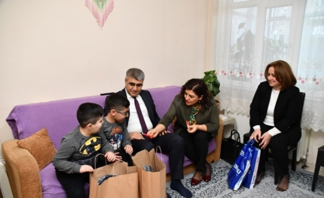 Vali Gürel, vatandaşlara misafir oluyor