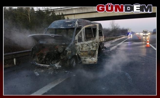 Yolcu minibüsü yandı, 15 kişi son anda kurtuldu