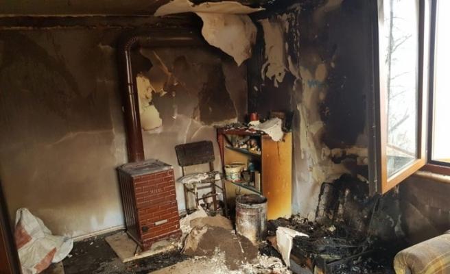 Akçakoca'da yangında evin odası kullanılmaz hale geldi