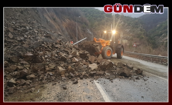 Karabük - Zonguldak karayolunda heyelan!..