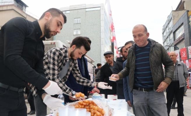 Karabük'te Necmettin Erbakan'ın ölüm yılı dolayısıyla lokma dağıtıldı