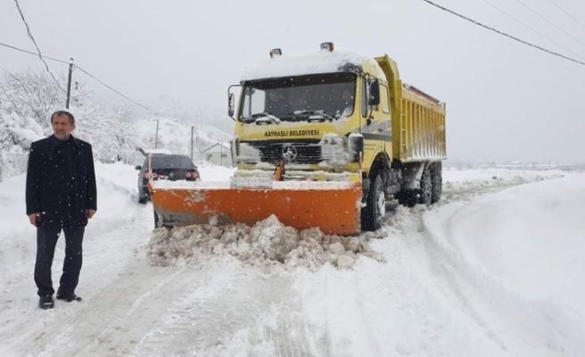 Kaynaşlı Belediyesi karla mücadeleye devam ediyor