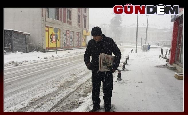 Yoğun kar ve soğuk gazete dağıtımını durduramadı...