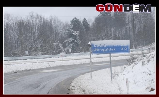 Zonguldak'ta kar yağışı etkisini gösterdi...