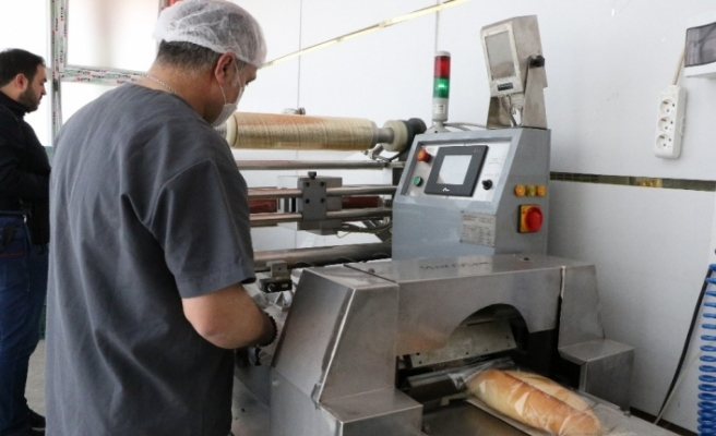 Ekmekler el değmeden vatandaşlara ulaşıyor