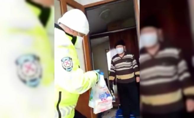 Evden çıkamayan Kıbrıs Gazisinin market alışverişini polis yaptı