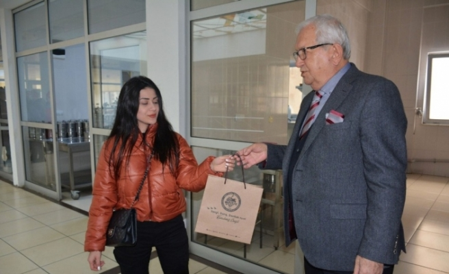 Posbıyık'tan gazetecilere virüsten korunma çantası