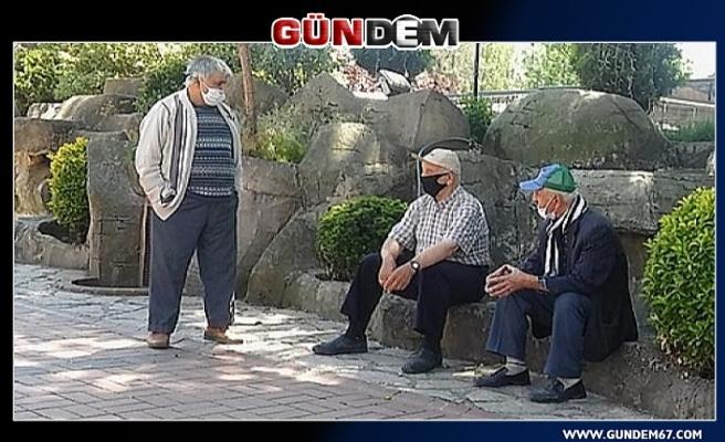 65 yaş üstü vatandaşlar güzel havanın tadını çıkarttı...