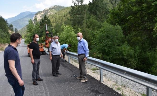 """Kayak Merkezi yoluna """"otokorkuluk"""" yapımı başlatıldı"""