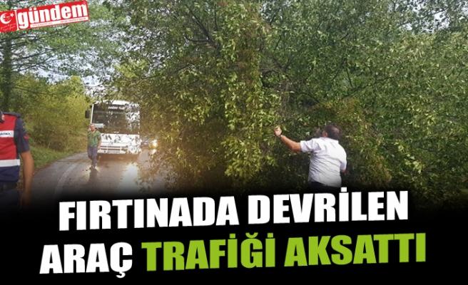 FIRTINADA DEVRİLEN ARAÇ TRAFİĞİ AKSATTI
