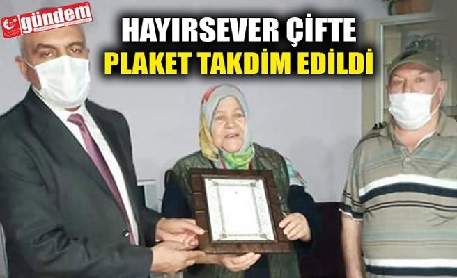 HAYIRSEVER ÇİFTE PLAKET TAKDİM EDİLDİ