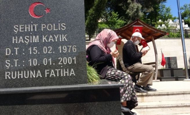 Şehadet haberini televizyondan öğrendiği oğlu için Antalya'dan Zonguldak'a taşındı