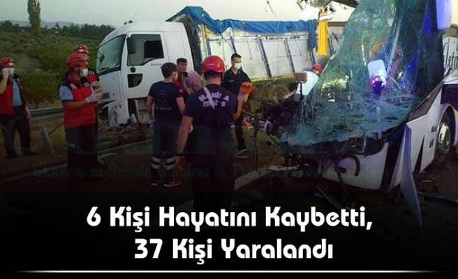 Otobüs TIR'a Çarptı