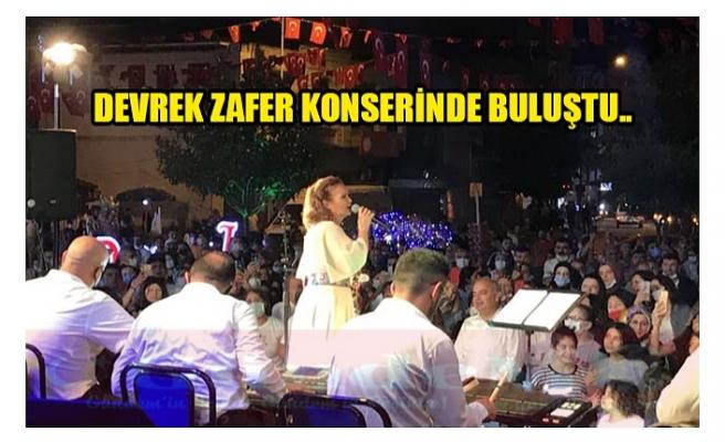 DEVREK ZAFER KONSERİNDE BULUŞTU