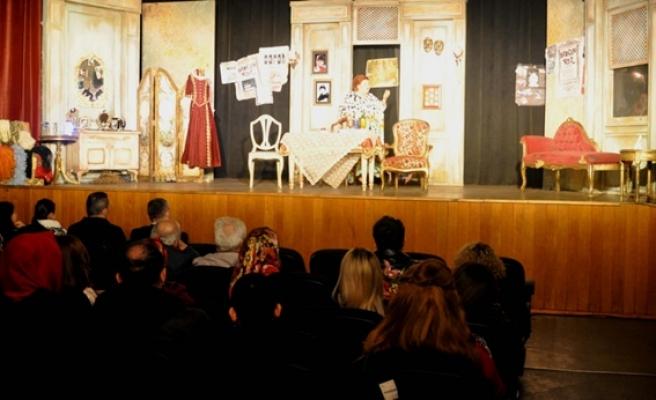 Nice Yıllara adlı tiyatro oyununa büyük ilgi