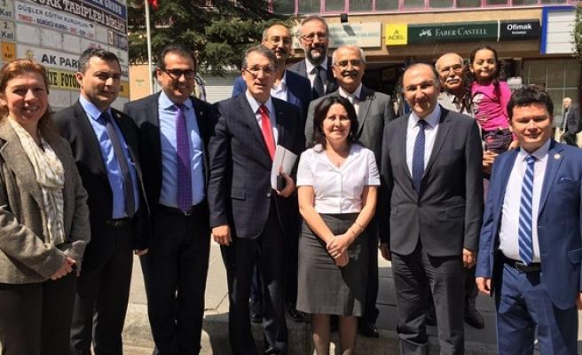 CHP, TTB'yi ziyaret ederek Dünya sağlık günü'nü kutladı