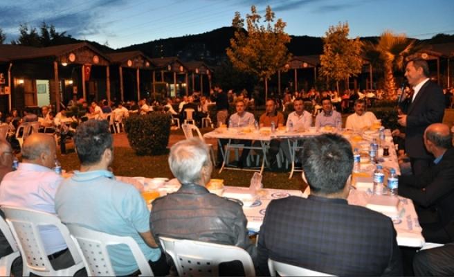 Başkan Uysal, ilçedeki Yöresel Derneklerle iftarda buluştu