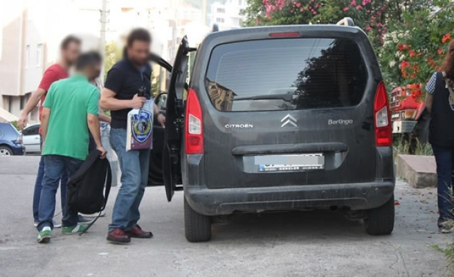 İki askeri personel gözaltına alındı