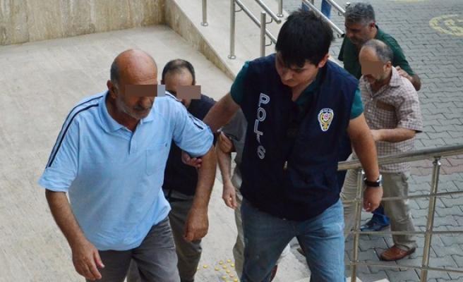 Mahkemeye sevk edilen 10 kişi tutuklandı.