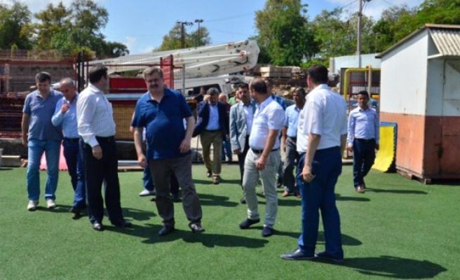 AK Parti milletvekilleri, şehir stadında incelemelerde bulundu