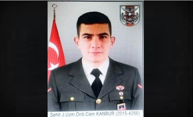 Şehit Uzman Onbaşı Cem Kanbur'un naaşı uçakla havalimanına getirildi