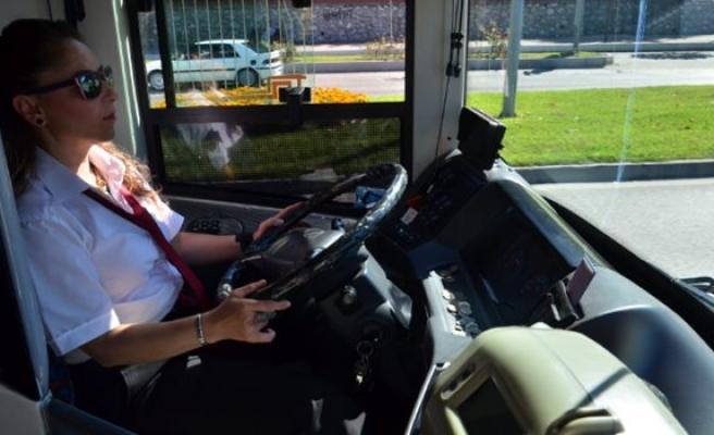 Zonguldak'ın ilk kadın otobüs şoförü