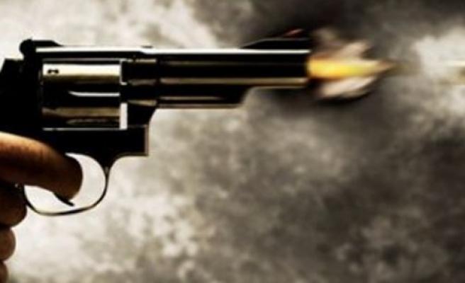 'Adamın kafasına silahı böyle dayadım' dedi ve ...
