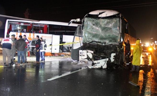 Yolcu otobüsleri çarpıştı: 68 yaralı