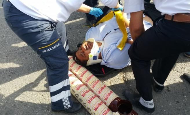 Yaralının başının altına vatandaşlar soba borusu koydular