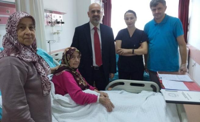 81 yaşındaki hastanın mesanesinden 1 kiloluk tümör çıktı