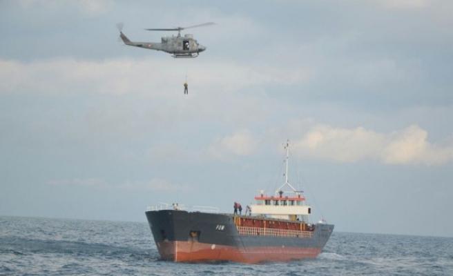 Gemideki 8 mürettebatı kurtarma operasyonu nefes kesti