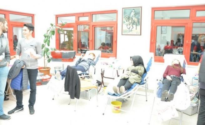 Bülent Ecevit Üniversiteli öğrenciler kan verdiler